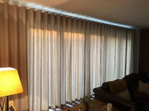 Full width Wave curtain