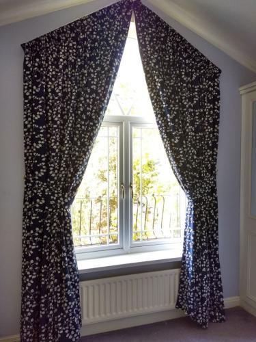 apex window curtain
